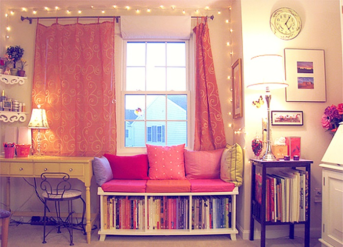 bedroom-books-clock-cute-fairy-lights-Favim.com-139964