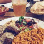 falafel, saladinha e trigo